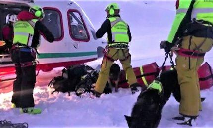 Sette morti in Valle d'Aosta dopo scontro aereo-elicottero