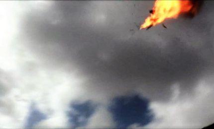 Yemen, attacco Houthi con drone: sei militari morti, 12 feriti. Primo bilancio del raid contro la base aerea di Al Anad