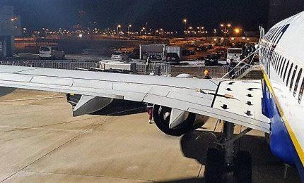 Volo Francoforte-Bari, rientro d'emergenza per buco su ala