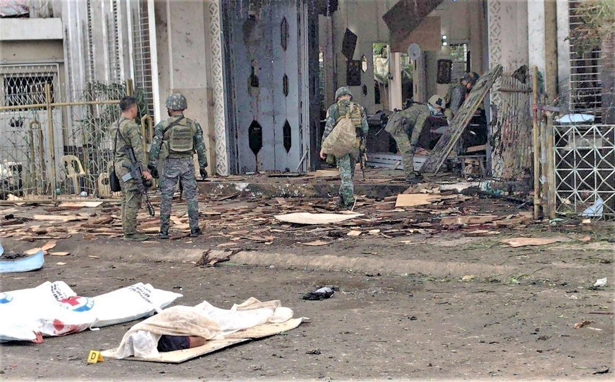 Filippine: doppia esplosione nella cattedrale di Jolo, 27 morti