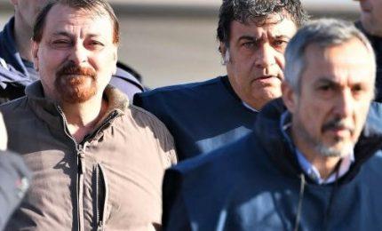 """Cesare Battisti rassegnato e cortese: """"So che andrò in carcere"""". L'ex terrorista a Rebibbia, sei mesi in isolamento diurno"""