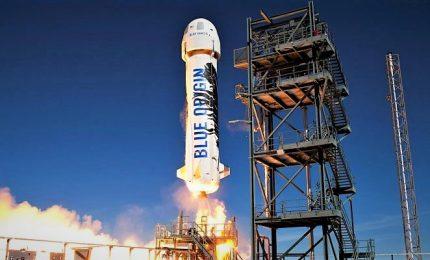 Decimo volo test di successo per il razzo di Jeff Bezos