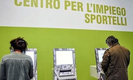 Reddito cittadinanza prende forma, prelievo max 100 euro al mese con carta. Spetta anche a stranieri in Italia da 10 anni