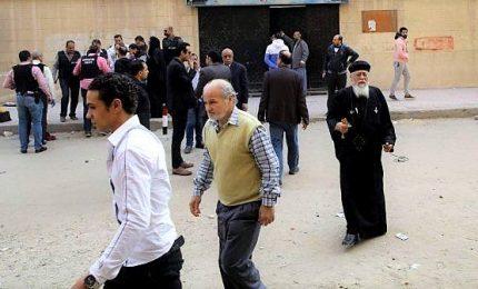 Bomba esplode vicino chiesa del Cairo, muore un artificiere