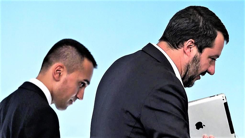 Governo spaccato sui migranti: Di Maio apre, Salvini non cede. E Conte medita