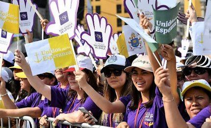 Il Papa abbraccia i giovani a Panama, 350mila fedeli ad accoglierlo