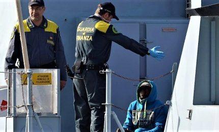 Favorivano l'immigrazione clandestina, 14 fermi. Una traversata 3 mila euro