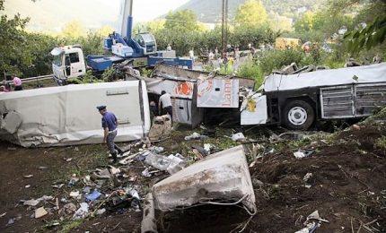 Strage bus in Campania: otto condanne tra 15 imputati, tutte diminuite tranne per titolare azienda