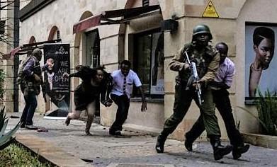 Attacco terrorista in un hotel a Nairobi, almeno sette morti. I jihadisti di Al Shabaab rivendicano