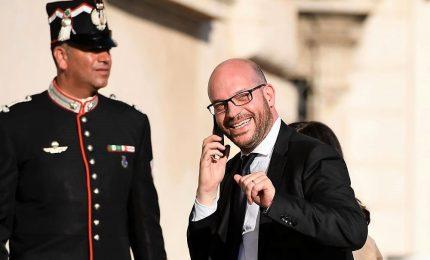 Nel governo esplode la bomba migranti, Fontana presenta dimissioni: processare Salvini è processare tutto l'esecutivo