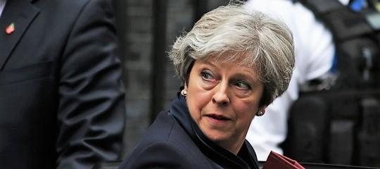 Theresa May sopravvive a sfiducia, Brexit nel caos. Si fa strada rinvio fino al 2020