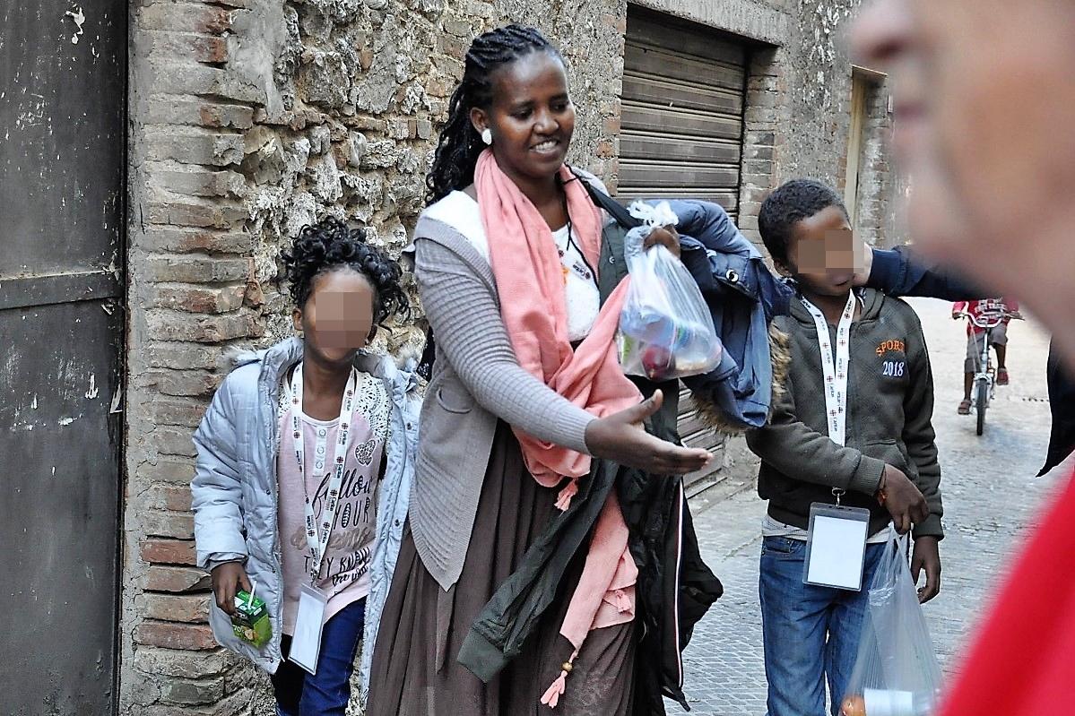 A Castelnuova famiglie con bimbi accolti da abitanti