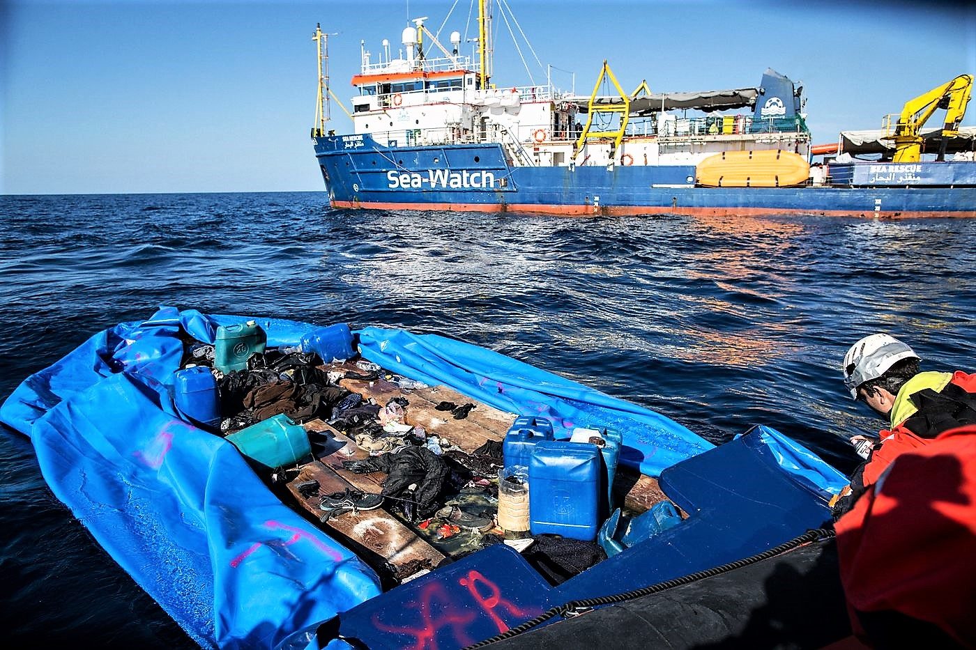 Salvini avvisa la nave Sea Watch e i Cinquestelle: in Italia non sbarca
