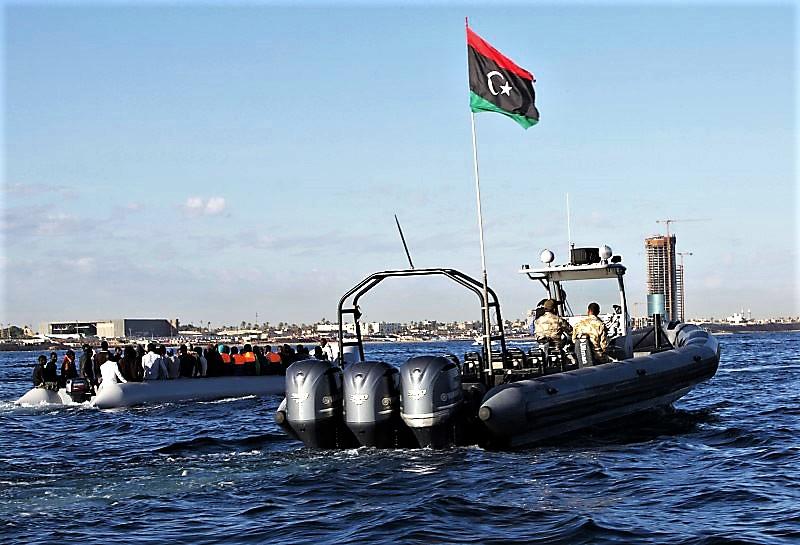 Soccorsi i 100 migranti su barcone in avaria, andranno in Libia