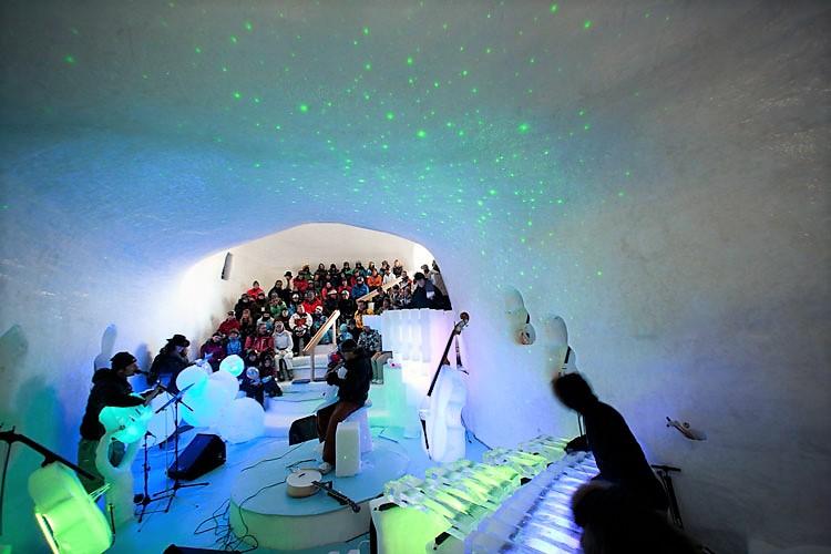 Gli strumenti di ghiaccio a 2600 metri sul ghiacciaio Presena