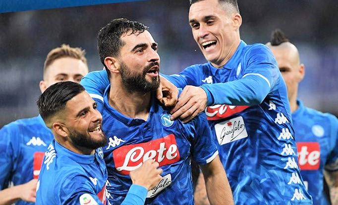 Napoli affonda Sassuolo e vola ai quarti