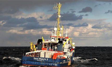 """L'ong Sea Watch: """"I migranti a bordo rifiutano cibo"""". Ministro maltese: pressing Italia e Malta su Ue"""