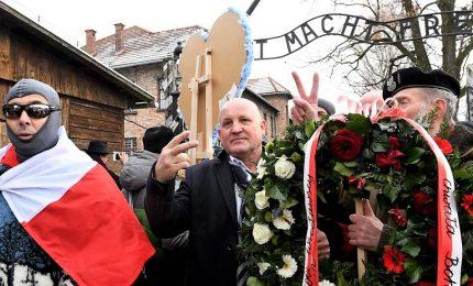 """Shoah, nazionalisti polacchi provano ad entrare ad Auschwitz: """"Non solo ebrei uccisi"""""""
