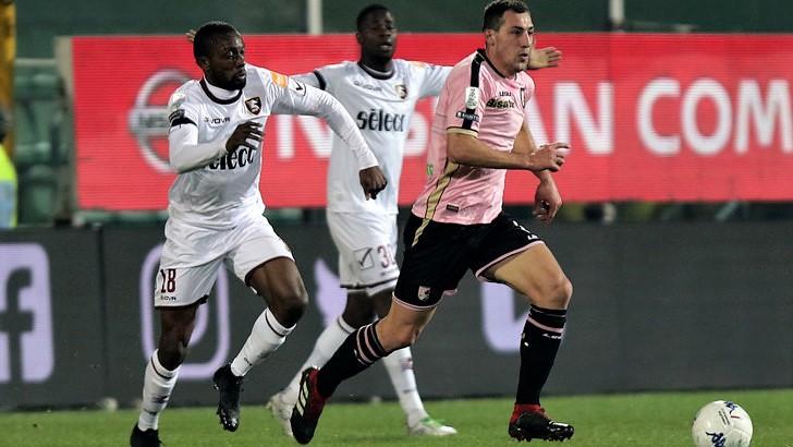 Il Palermo ricomincia con una sconfitta al Barbera, 1-2 per la Salernitana