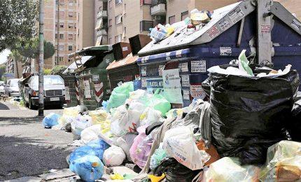 Rifiuti, Presidi Lazio a Raggi: pulisca o scuole non riaprono
