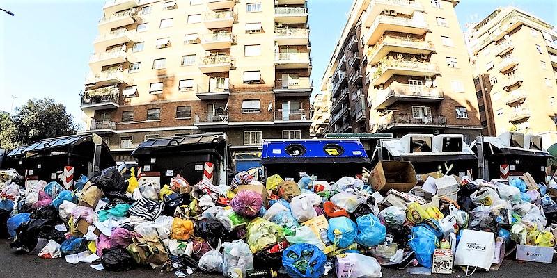 Anche la Chiesa attacca la Raggi sui rifiuti: avvilisce mancanza di soluzioni