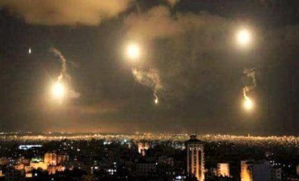 """Israele """"risponde"""" a missile iraniano, colpiti anche sistemi di difesa siriani"""