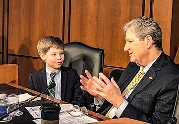 Bimbo di 8 anni star ad audizioni per nuovo ministro Giustizia Usa
