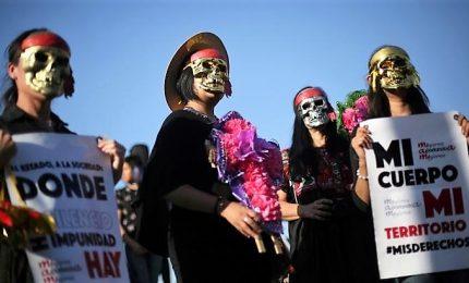 Argentina, donne in piazza: manifestazione contro femminicidi