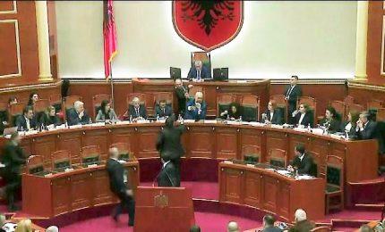 Albania, deputati opposizione si dimettono in blocco