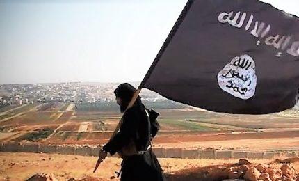Isis rapisce 14 persone, anche 2 della Croce Rossa