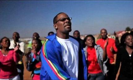 Il cantante R. Kelly accusato di abusi e liberato su cauzione