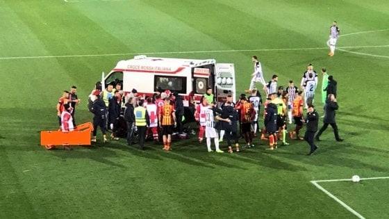 Lecce-Ascoli rinviata, Scavone perde i sensi in campo