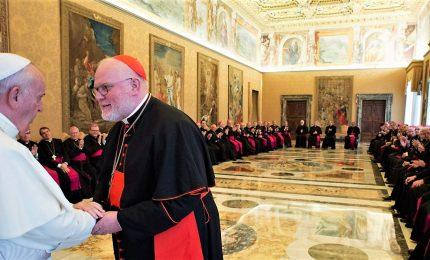 """Papa e vescovi, """"mea culpa"""" sugli abusi. Cardinale Marx: Chiesa ha distrutto fascicoli su abusi bambini"""