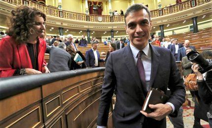 """Sanchez prepara strategia elettorale, premier spagnolo nella """"rete"""" indipendentista"""