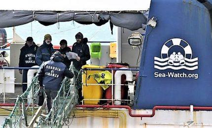 """Sea Watch bloccata a Catania: uno yacht non può recuperare migranti. Ong attacca: """"Pressione politica per fermare soccorsi"""""""