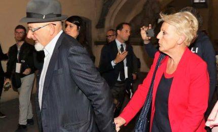 """Tornano liberi i genitori di Renzi, revocati i domiciliari. L'ex premier: """"Bella giornata"""""""