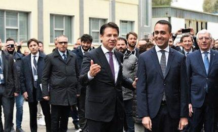 Conte e Di Maio negli stabilimenti Leonardo di Pomigliano d'Arco