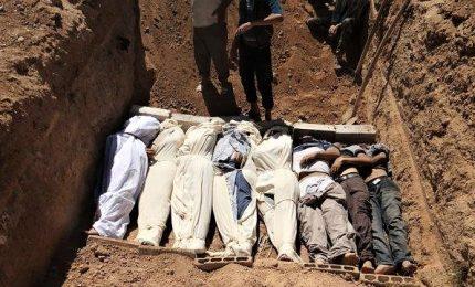 Trovata fossa comune con più di mille corpi. Massiccia offensiva finale all'Isis