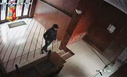 A Palermo rapinava giovani donne nel portone di casa, arrestato