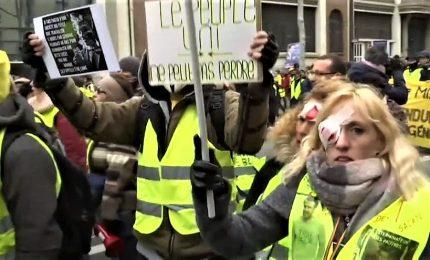 Scontri e lacrimogeni a Parigi, Gilet gialli atto 12 contro la violenza della polizia