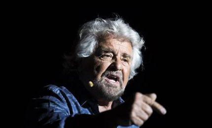 """Gruppo no-vax contesta Beppe Grillo. Il comico come """"Pilato"""": """"Non sono più il capo politico"""""""