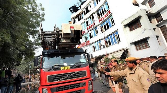 Incendio in un hotel di New Delhi, 17 morti