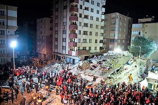 Palazzo di otto piani crollato, 14 morti