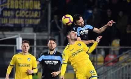 Frosinone ko e la Lazio aggancia la Roma