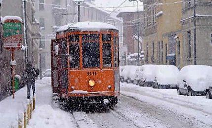 La neve imbianca Milano, allerta arancione in Liguria e Piemonte