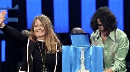 A Motta-Nada il premio per miglior duetto, fischi e urla di dissenso all'Ariston