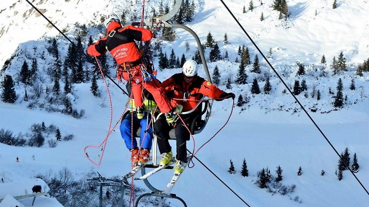 Seggiovia bloccata, 30 sciatori soccorsi