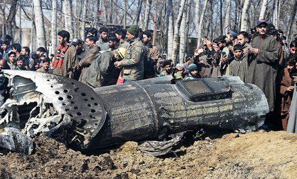 Pakistan abbatte due aerei indiani, si sfiora guerra in Kashmir