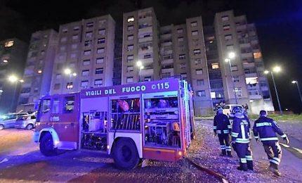 Pompieri spengono incendio, ladri rubano attrezzatura