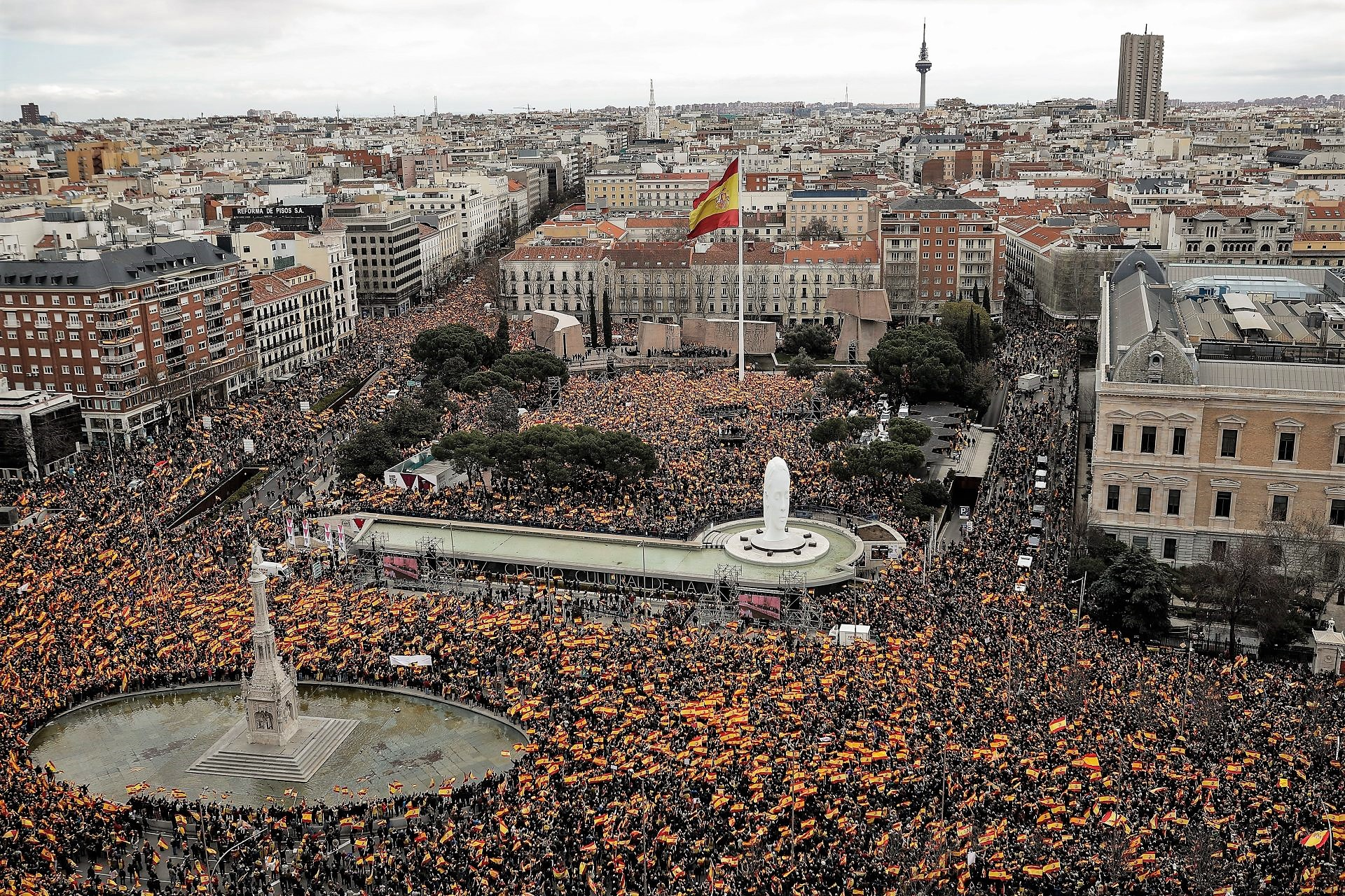 """Le destre in piazza: """"via Sanchez, ha tradito il Paese"""""""